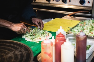 foodiesfeed.com_preparing-street-food-wraps